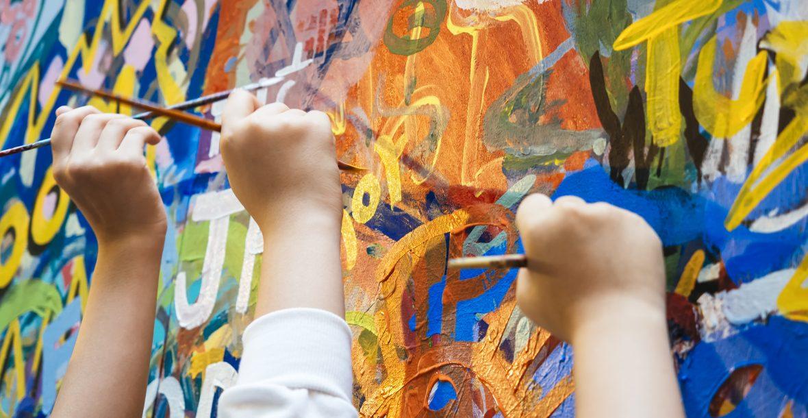 atelier de peinture libre enfants - Trio d'artiste pour la conception d'une fresque