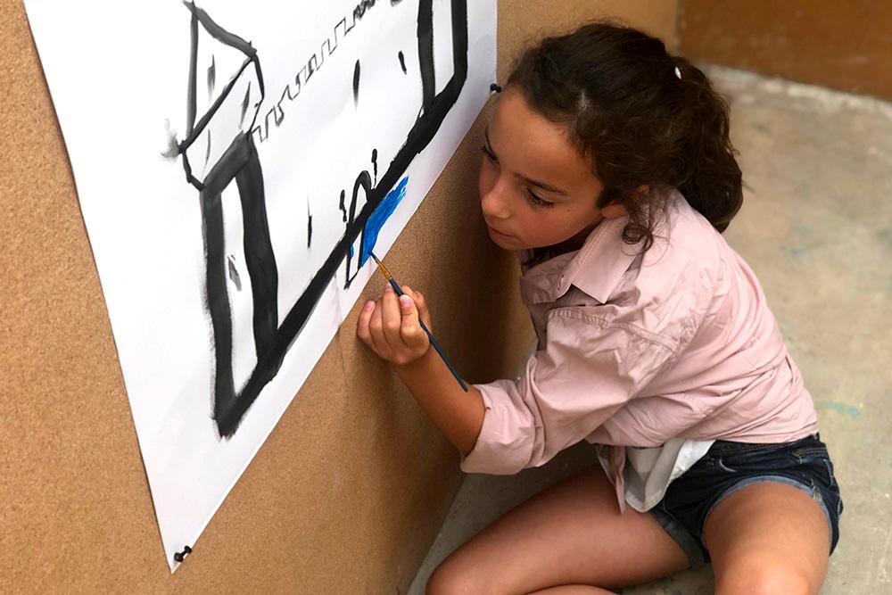 Mayssa - 8 ans - Peinture libre au sol